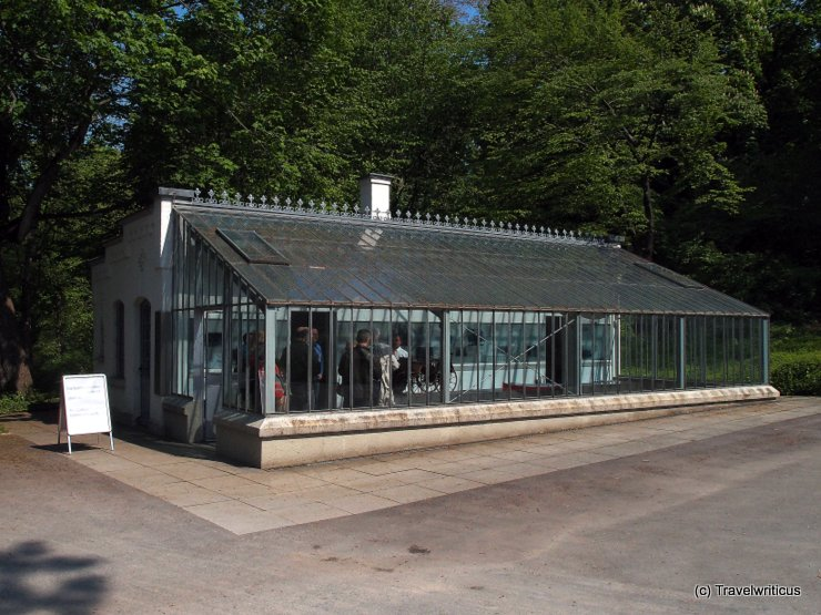 View of the gardenhouse