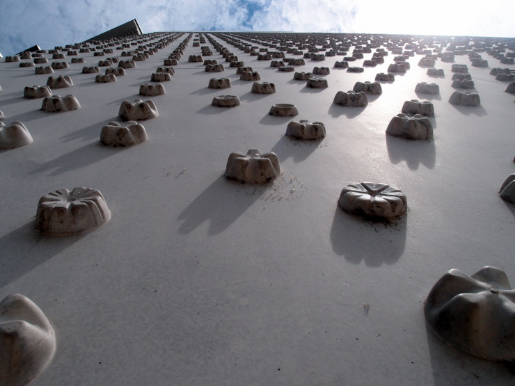 16,656 concrete blossoms at the facade of the museum