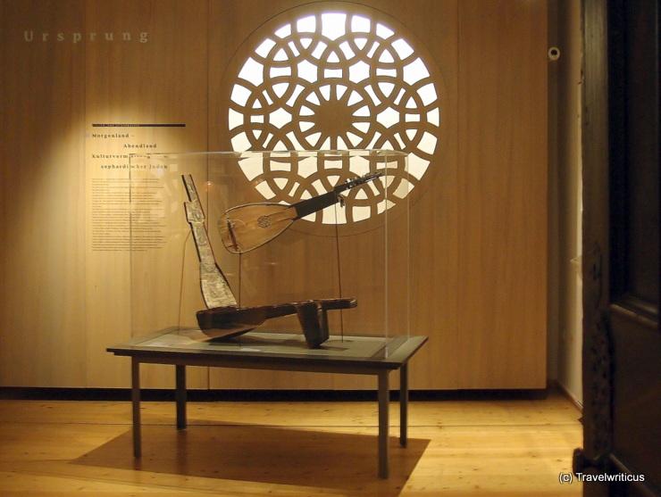 Exhibition about lutes and violins in Füssen