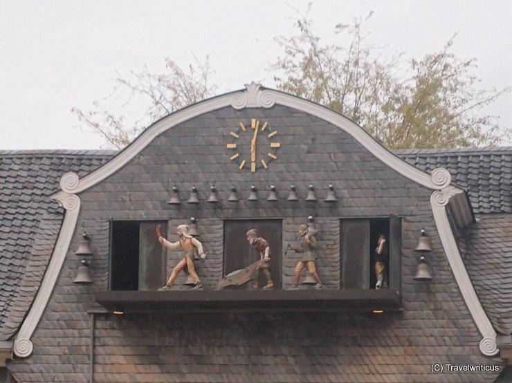Glockenspiel at Kaiserringhaus in Goslar, Germany