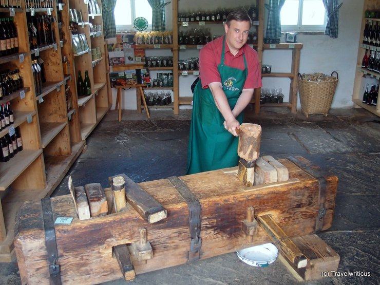 Working with an Ölkuh in Styria, Austria