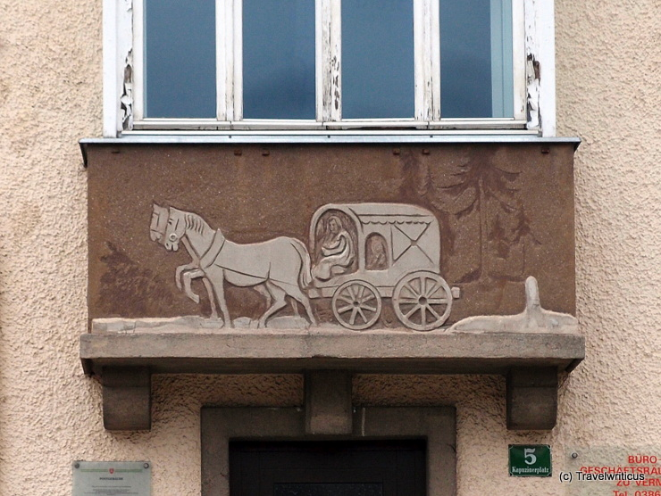 Depiction of a Roman coach on the post office building
