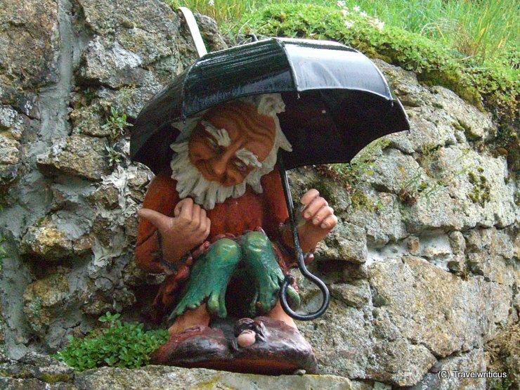 Garden gnome with umbrella at Pöstlingberg in Linz