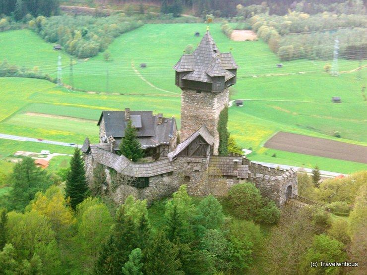 View of Burg Niederfalkenstein from railway bridge