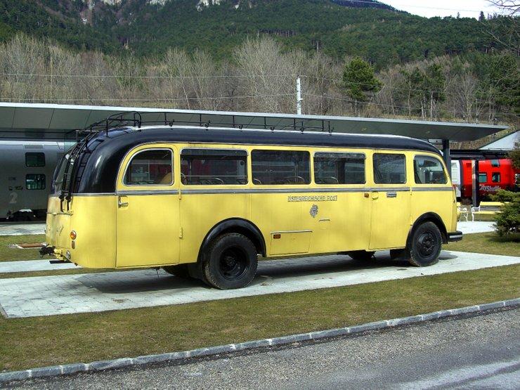 Bus Steyr 480a at railway station Payerbach-Reichenau