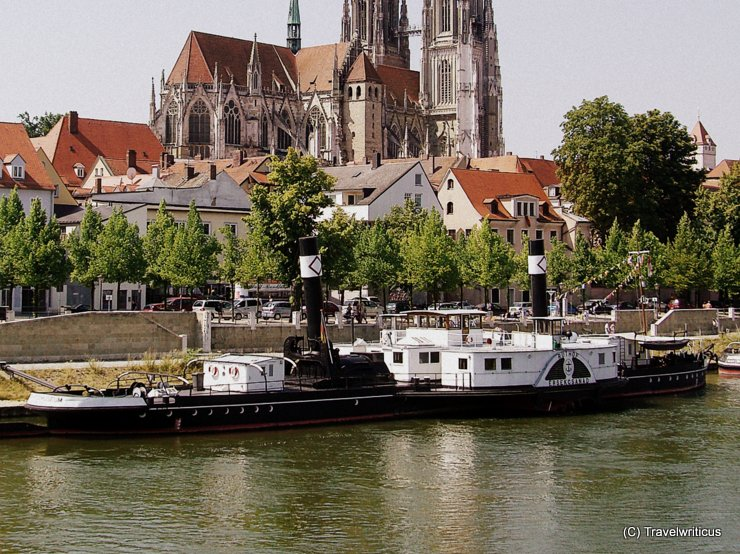 View of the tugboat in front of the cathedral