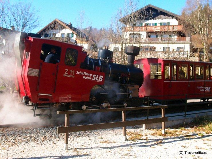 Steam locomotive Z11 in full steam