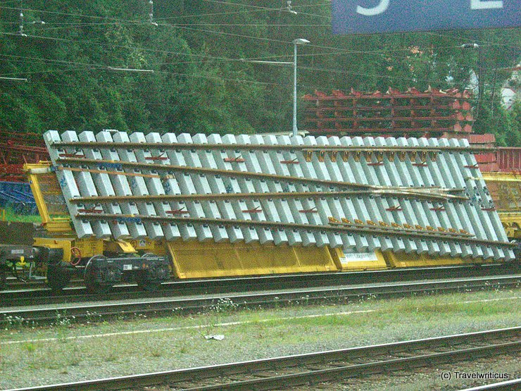 Transport of a railway switch