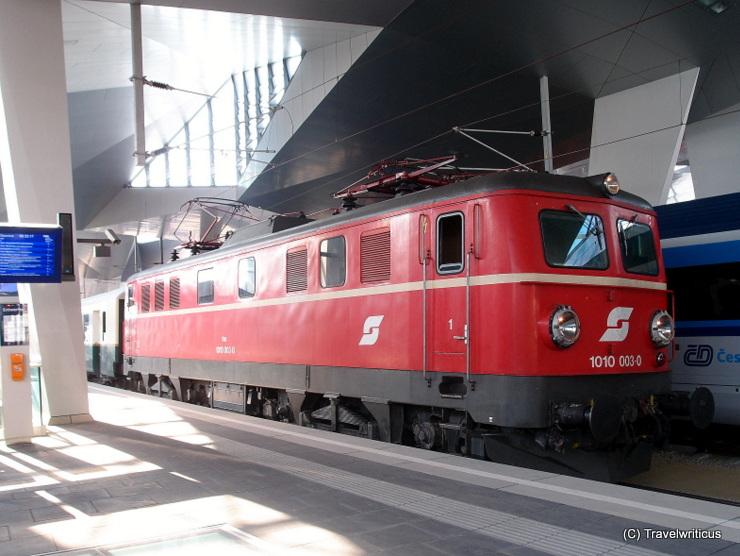 Classic electric locomotive ÖBB 1010 003-0 (1955) in Vienna, Austria